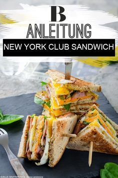 Simply delicious: New York Club Sandwich. The club sandwich with chicken, egg and bacon is just right for the hunger in between. We show you the recipe step by step in the video. New York Club Sandwich Brigitte brigitte Gourmet Sandwiches, Club Sandwich Recipes, Sandwiches For Lunch, Toast Sandwich, Egg Recipes, Brunch Recipes, Healthy Dinner Recipes, Healthy Snacks, Grilling Recipes