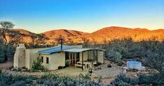 Knus in die Karoo: Ses plaashuise vir 'n winterwegbreek Stone Farms, Livestock Farming, Adobe House, Self Catering Cottages, Private Games, Farm Stay, Plunge Pool, Romantic Getaway, Nature Reserve