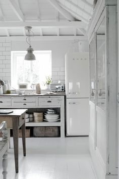 Airy Industrial #Kitchen #design #interiors white Smeg, white subway tile(with…
