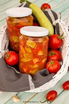 DOVLECEI IN SUC DE ROSII LA BORCAN | Diva in bucatarie Canning Pickles, Canning Recipes, Backyard, Homemade, Vegetables, Cooking, Food, Sauces, Design