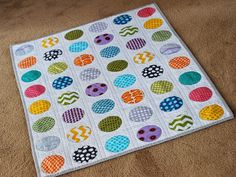 One of the cutest circle quilts I've seen.  Great fabrics and simple quilting lines.  Would not have thought to bind in gray but works well.