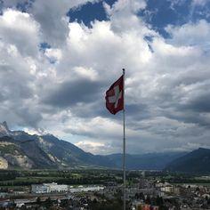 #Schloss #Castle #nationalfeiertag #Sargans #switzerland #mountainview #Schloss #Mountains #inLOVEwithSWITZERLAND #swisstourism #wanderidee #goodmorning #weekendtip #nationalholiday #swissgastro #schweizerküche  #SchweizerBundesfeiertag #Bergen #schweizeralpen #wanderlust #hiking #swissflag Bergen, Switzerland, Wanderlust, Mountains, Day, Nature, Travel, National Day Holiday, Swiss Alps