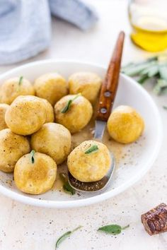 Polpette di ceci, ricetta semplicissima veloce e light Just Cooking, Healthy Cooking, Cooking Recipes, Love Eat, Love Food, Cena Light, Light Recipes, Clean Eating Snacks, Food Inspiration
