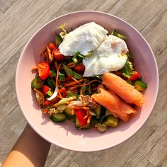 Lunch or dinner idea Poached Eggs, Whole Food Recipes, Salmon, Lunch, Dinner, Fit, Ethnic Recipes, Health, Dining