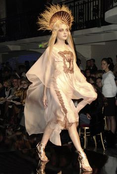 Jessica Stam at Jean Paul Gaultier Haute Couture Spring Summer 2007 Haute Couture Style, Couture Mode, Couture Fashion, Runway Fashion, Fashion Art, High Fashion, Fashion Show, Fashion Outfits, Fashion Design