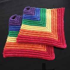"Christel Wijk on Instagram: ""Virkade grytlappar i regnbågens färger 🌈  #virkadegrytlappar #virkade #grytlappar #crochetpotholder #crochet #potholder #potholders…"" Pot Holders, Blanket, Crochet, Accessories, Instagram, Potholders, Crocheting, Chrochet, Blankets"