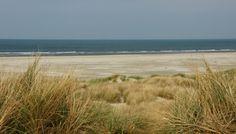 Aan het strand stil en verlaten ....... - foto - Terschelling, Nederland