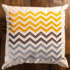 Diseño contemporáneo que por la forma de su bordado, textura y colores, dará un acento único y lleno de frescura a tu espacio preferido, como lo puede ser la sala. Dale a tu hogar un estilo único.