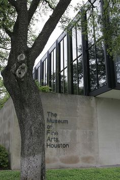 Completed in 1974 in Houston, United States. After completing a master plan for the site in Ludwig Mies van der Rohe was commissioned by The Museum of Fine Arts Houston to do two additions. Museum Of Fine Arts, Art Museum, Barcelona Pavillion, Illinois, Farnsworth House, Houston Museum, Arch Architecture, Ludwig Mies Van Der Rohe, Art Photography