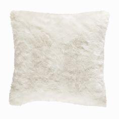 Maison du monde Coussin fausse fourrure blanc 45 x 45 cm OUMKA Dimensions (cm) : H 45 x PR 45  12,99 €