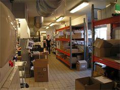 Spændende lejemål på 255 kvm - godkendt til fødevareproduktion     Lejemålet, der er et fremlejemål, er en del af det meget store og flotte bygningskompleks på Annebergvej.    Lokalerne er godkendt til fødevareproduktion og fremtræder overalt i god og velholdt stand.    Lejemålet ligger i den vestlige del af Aalborg.    Et meget spændende lejemål, der absolut bør ses.     http://www.lokaleportalen.dk/aalborg-lager/9000-aalborg/annebergvej/4320