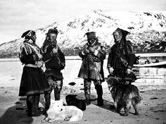 Sami people in Havnnes, Nordreisa, Troms County in Norway. Samer i Havnnes, Nordreisa i Troms. Avbildet er Anne Hotti, Per Henriksen Palopaa, Nils Aslaksen Siri, og Per Aslaksen Siri.
