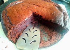 Low fat chocolate cake with no oil or butter! Replace it out with yoghurt!