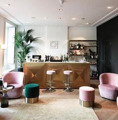 Look at this stunning bar! Now online on petitepassport.com: my review of Parc Broekhuizen in Leersum #parcbroekhuizen #hotel #restaurant #netherlands
