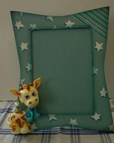 Porta retrato de mdf, trabalhado em biscuit com Girafinha e passarinho. Encomenda. R$ 60,00
