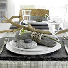 Table - à base de galets