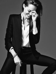 New : Angelina Jolie Talks New Love For Directing, Being Empowered B. - New : Angelina Jolie Tal Business Portrait, Business Photos, Fashion Photography Poses, Photography Women, Portrait Photography, Modeling Photography, Fashion Portraits, Glamour Photography, Angelina Jolie Fotos