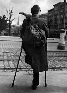 Ernst Haas - Homecoming prisoner, Vienna, 1946-1948