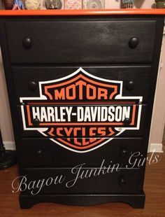 Harley Davidson dresser 5 drawer dresser painted and decoupaged for local benefit Harley Davidson Knucklehead, Harley Davidson Logo, Harley Davidson Motorcycles, Wood Projects, Projects To Try, Harley Davison, Wood Crafts, Decoration, Crafty