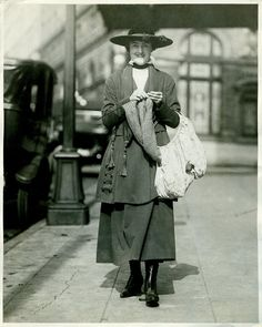 Strangely Captivating Vintage Photos of People Knitting - Atlas Obscura Seattle woman knitting while walking, c. 1918.