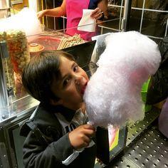 O maluco do Fredinho a delirar com o algodão doce. #DanielMergulhao #cascais #festa