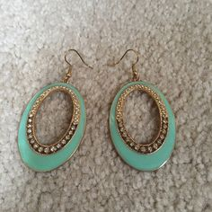 Sky blue and gold earrings Adorable blue and gold earrings.    .    All prices are negotiable! We can make a deal!   Bundle to save!  I do not sell on any other apps and I will not use PayPal. Absolutely no trades.   I always ship same or next day.  If you have questions ask! ✅ Jewelry Earrings