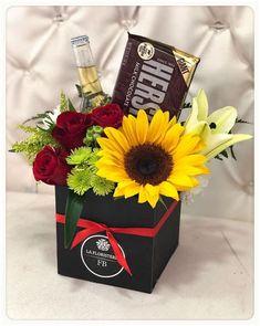 Creative Flower Arrangements, Balloon Arrangements, Wine Gift Boxes, Diy Gift Box, Flower Box Gift, Flower Boxes, Gift Bouquet, Balloon Gift, Diy Crafts For Gifts