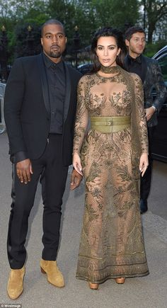 Kim Kardashian and Kanye West in counseling amid ongoing troubles Celebrity Outfits, Sexy Outfits, Celebrity Style, Fashion Outfits, Kim Kardashian And Kanye, Kardashian Style, Bad Dresses, Sexy Hot Girls, Belle Photo