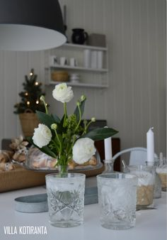 Photographs in co-operation with LaFilia boutique & Mäntsälän Kukka -flowershop.   Photos taken in a home of four, in Puistola, Helsinki Finland.   Scandinavian home, interior design, black & white, vintage, Christmas