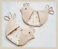 Pot holder just too cute... thinking handmaid braid good for comb & tail.