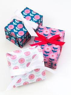 DIY: This free printable mod flower gift wrap is perfect for all occasions.