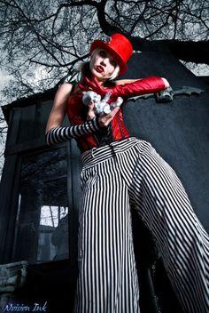 the night circus Circus Costume, Circus Clown, Circus Theme, Fair Rides, Diy Carnival, Dark Circus, Night Circus, Creepy Clown, Striped Canvas