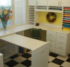 A pull out work table!!!! Genius!!!