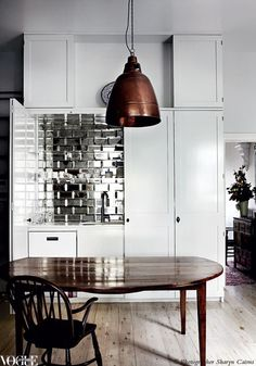 A splashback made from mirror bevelled tiles brings a touch of glamour to this kitchen. Vogue Living Sept/Oct 2012.  Photograph by Sharyn Cairns.