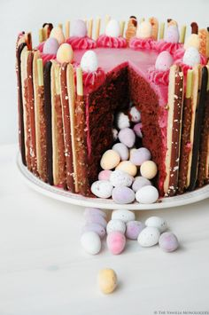 Surprise Inside Eastercake filled with Cadbury Eggs! Covered in Malted Milk buttercream and Pocky!(thevanillamonologues.blogg.no)
