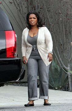 Oprah Winfrey Cardigan - Oprah Winfrey was dressed down in a white cardigan, a gray top, and jeans for a lunch date with Gayle King.