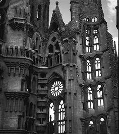 Sagrada Familia, Barcelona -- Antonio Gaudi, architect Gothic Buildings, Gothic Architecture, Historical Architecture, Ancient Architecture, Beautiful Architecture, Beautiful Buildings, Architecture Details, Interior Architecture, Antonio Gaudi