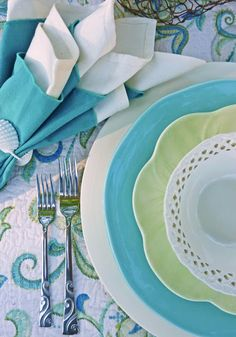 DIY.. COASTAL INSPIRED TABLESCAPE ! LOVE THE COLORS