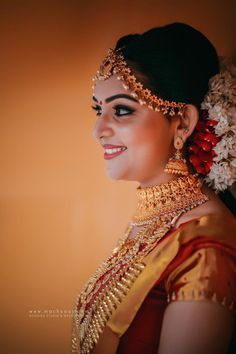 Discover thousands of images about Wedding Prep South Indian Bridal Jewellery, Indian Bridal Makeup, Bridal Beauty, Indian Wedding Bride, South Indian Bride, Saree Wedding, Wedding Groom, Kerala Bride, Bridal Photoshoot