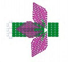 7  Каждый цветок имеет ножку, которую мы делаем из зелёного бисера в технике ндебеле, основывая плетение на крайних рядах собранной конструкции из лепестка и тычинок.