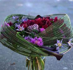 Creative Flower Arrangements, Ikebana Flower Arrangement, Floral Arrangements, Flower Centerpieces, Simple Flowers, Beautiful Flowers, Flower Box Gift, Flower Room Decor, Hand Tied Bouquet
