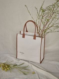 Discover recipes, home ideas, style inspiration and other ideas to try. Photography Bags, Object Photography, Product Photography, Sparkle Outfit, Jute Bags, Boston Bag, Fabric Bags, Day Bag, Coach Handbags