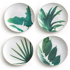 The Rosanna Jet Setter Botanical plate set delivers natural inspiration to tabletops. Rimmed in gold, these white dishes showcase a tropical leaf design in emerald green. Set of Porcelain with gol (Cool Designs Ceramics) Pottery Painting, Ceramic Painting, Ceramic Art, Leaf Design, Tropical Dinnerware, Ceramic Plates, Decorative Plates, Service Assiette, Sgraffito