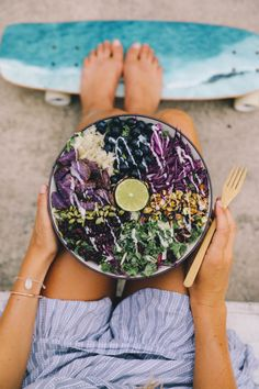 Plant Based Hawaii 🌴: A MERMAID BOWL of greens'n goodies🌺💦🌈 Hydrate and replenish your inner mermaid or 'merman' 😙 with . Plant Based Recipes, Raw Food Recipes, Kale Recipes, Avocado Recipes, Mermaid Bowl, Okinawan Sweet Potato, Smothie Bowl, Mediterranean Bowls, Curry Bowl