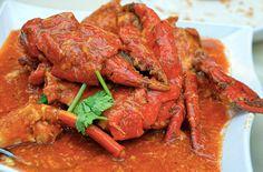 30 главных национальных блюд разных стран мира. Автором блюда является неизвестный уличный торговец, который в 1956 попробовал обжарить краба в соусе чили. Эксперимент оказался более чем удачным: теперь обжаренный в смеси лука, чеснока, имбиря и чили, а после тушенный в томатном соусе краб является визитной карточкой Сингапура.