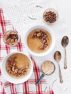 Pouding végane à l'érable et crumble de noix de coco sans gluten | Vegan maple pudding with gluten free coconut crumble