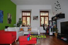 Obývací pokoj v úplně zrekonstruovaném bytě v historickém centru Českých Budějovic.