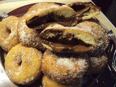 Κοινοποιήστε στο Facebook Υπέροχα donuts Φτιάξτε σπιτικά, τραγανά και λαχταριστά σκέτα, η με γέμιση σοκολάτας!!! Υλικά 1 ποτήρι χλιαρό νερό 1 ποτήρι σφηνάκι ρακής γάλα 1 ποτήρι σφηνάκι ρακής λάδι 1 κσ ζάχαρη 1 κγ αλάτι 1 βανίλια ( εγώ...