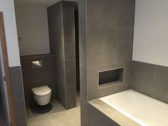 Terratinta betontech grey betonlook tegels in de badkamer