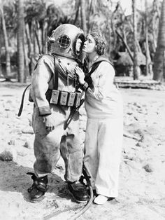 Buster Keaton and Kathryn McGuire in publicity still for The Navigator dir. Donald Crisp & Buster Keaton) Full film online here. Diving Helmet, Diving Suit, Sea Diving, Cave Diving, Us Navy Women, Old Photos, Vintage Photos, Antique Photos, Vintage Photographs